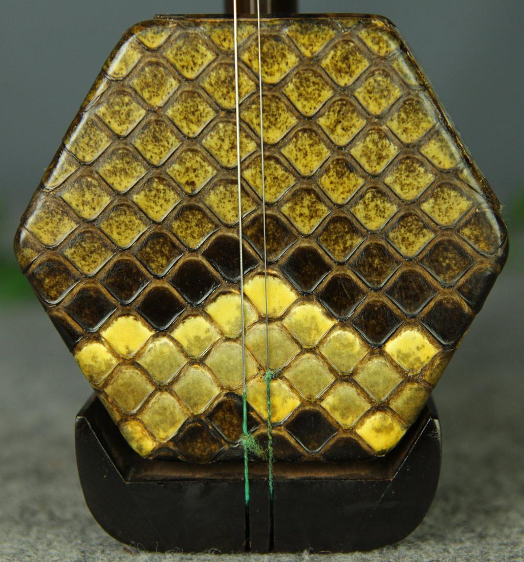 二胡图片   蟒皮:缅甸野生金花大蟒尾部 二胡编号:7591      直   销